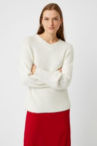 j8pau-womens-cl-milk-mya-knit-v-neck-jumper-1